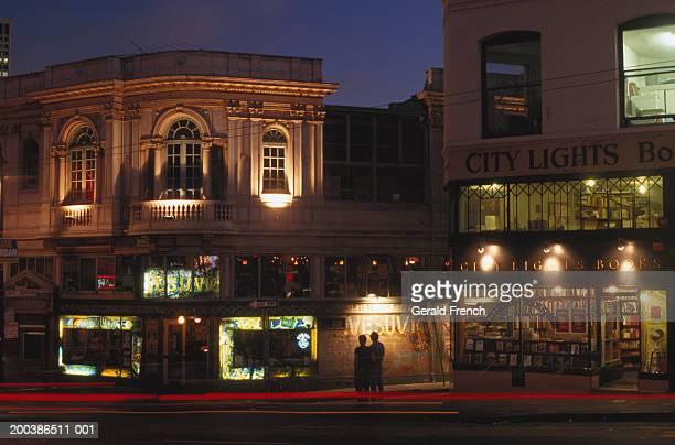usa, california, san francisco, city lights booksellers and vesuvio - bar gebouw stockfoto's en -beelden