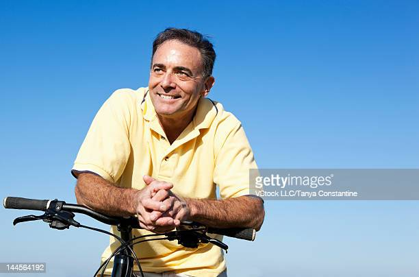 USA, California, San Francisco, Portrait of man leaning on bicycle
