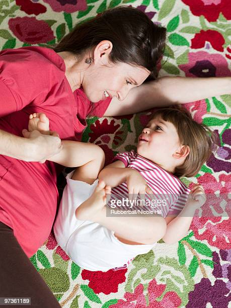 USA, California, San Francisco, pregnant mother with daughter (2-3) on bed