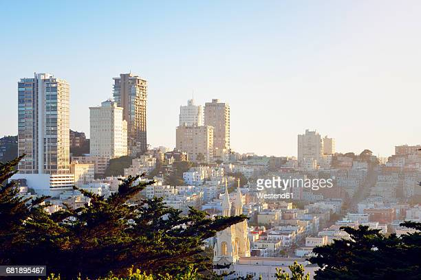 USA, California, San Francisco, view from Telegraph Hill on Nob Hill and Russian Hill with Saints Peter and Paul Church
