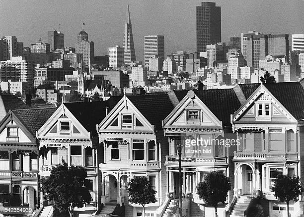 USA California San Fransisco onefamily houses in font of the skyline1982
