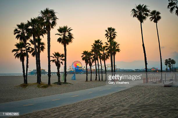 usa, california, santa monica pier at sunset - santa monica stock-fotos und bilder