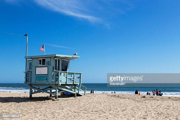 usa, california, santa monica, santa monica state beach, lifeguard's cabin - strandwächterhaus stock-fotos und bilder