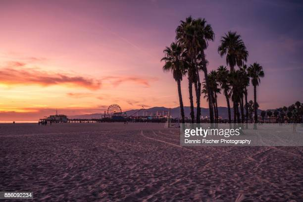 california sunset at the beach - santa monica los angeles foto e immagini stock