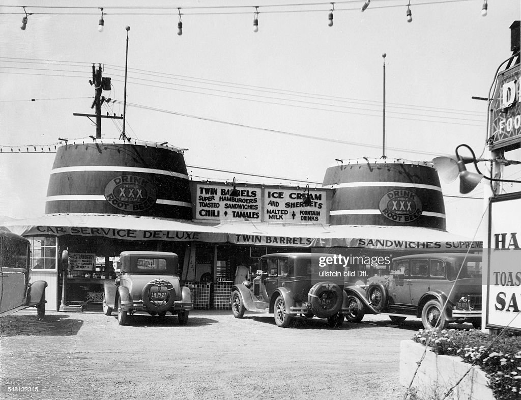 USA California : The Twin Barrels drive-in restaurant near Los Angeles - 1939 - Photographer: Ewing Galloway - Vintage property of ullstein bild : News Photo
