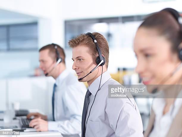 Call center Betreiber im Büro arbeiten.