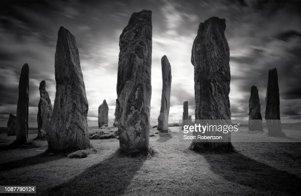 callanish standing stones. - monument stock pictures, royalty-free photos & images
