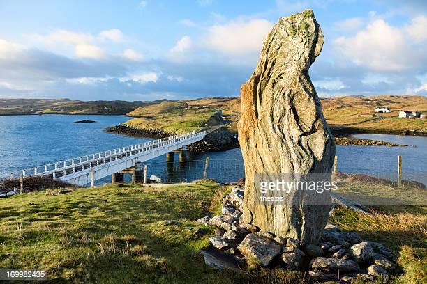 callanish viii em pé pedra, ilha de lewis - theasis - fotografias e filmes do acervo