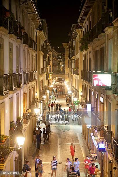 calle de el puerto - サン・セバスティアン市 ストックフォトと画像