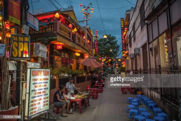 callejón en hoi an - bairro antigo imagens e fotografias de stock
