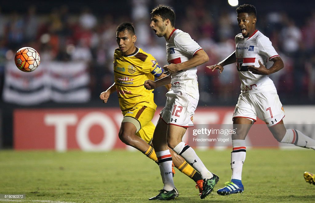 Sao Paulo v Trujillanos - Copa Bridgestone Libertadores 2016 : News Photo