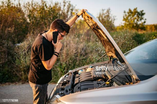 calling roadside assistance - damaged stock pictures, royalty-free photos & images