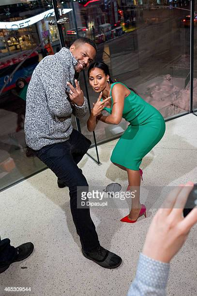 "Calloway interviews Jada Pinkett Smith during her visit to ""Extra"" at their New York studios at H&M in Times Square on March 5, 2015 in New York City."