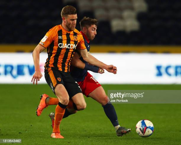 Callum Elder of Hull City and Lynden Gooch of Sunderland during the Sky Bet League One match between Hull City and Sunderland at KCOM Stadium on...