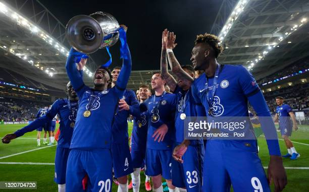 Callum Hudson-Odoi of Chelsea and team mates celebrate with the Champions League Trophy following their team's victory in the UEFA Champions League...