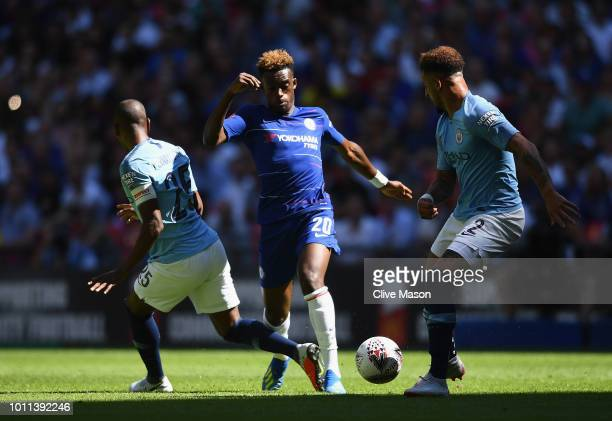 Callum HudsonOdoi of Chelsea takes on Fernandinho of Manchester City and Kyle Walker of Manchester City during the FA Community Shield between...