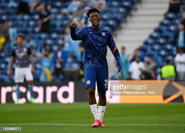 Callum Hudson-Odoi of Chelsea warms up prior to the UEFA Champions League Final between Manchester City and Chelsea FC at Estadio do Dragao on May...