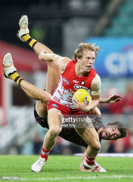 Callum Mills of the Swans is challenged by Ricky Henderson of the Hawks during the round 10 AFL match between the Sydney Swans and the Hawthorn Hawks...