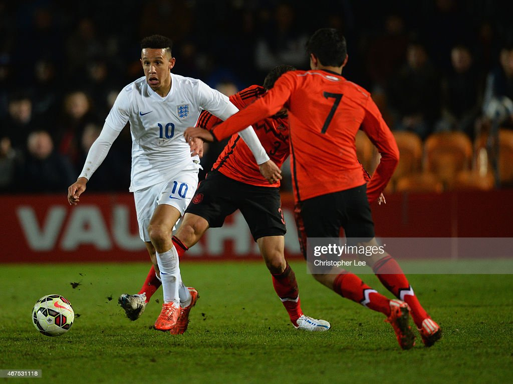 Callum Robinson of England takes on Oscar Antonio Bernal Lopez and Erick Gabriel Gutierrez Galaviz of Mexico during the U20 International Friendly match between England and Mexico at The Hive on March 25, 2015 in Barnet, England.