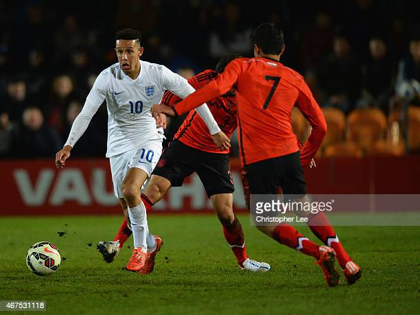 Callum Robinson of England takes on Oscar Antonio Bernal Lopez and Erick Gabriel Gutierrez Galaviz of Mexico during the U20 International Friendly...