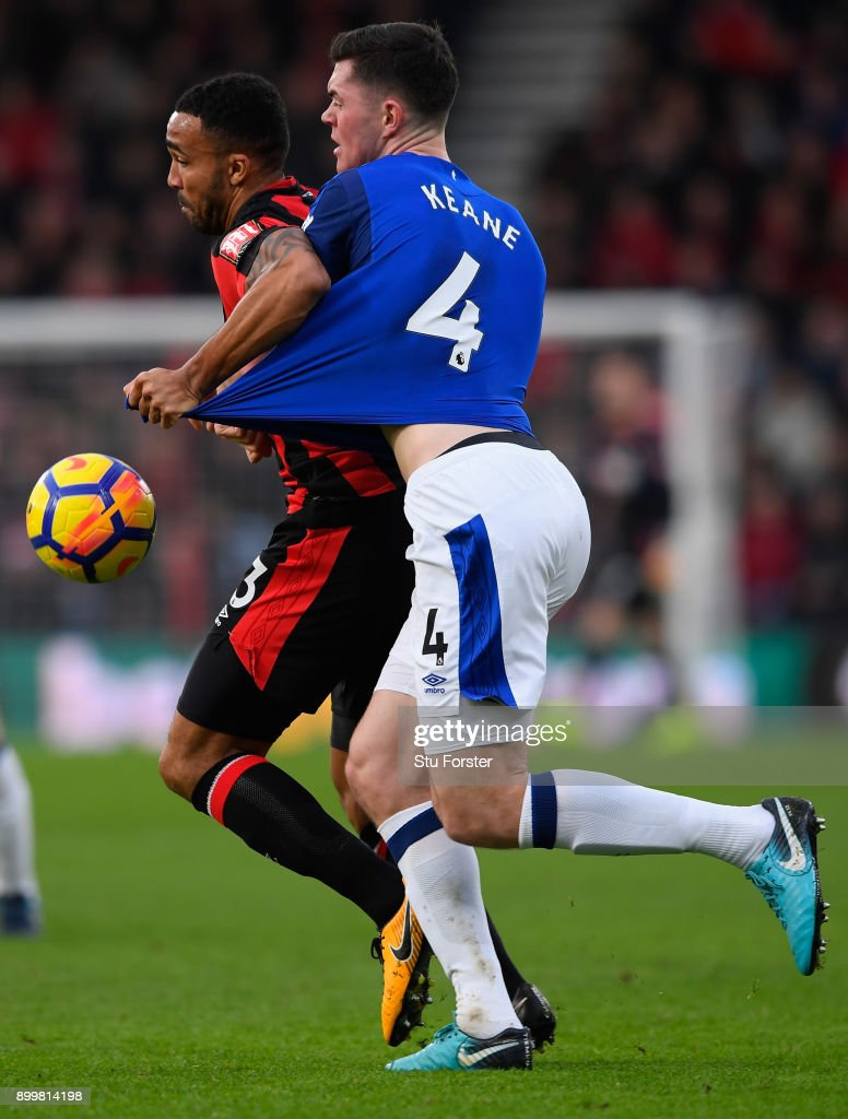 Callum Wilson of AFC Bournemouth and Michael Keane of Everton battle for possession during the Premier League match between AFC Bournemouth and Everton at Vitality Stadium on December 30, 2017 in Bournemouth, England.