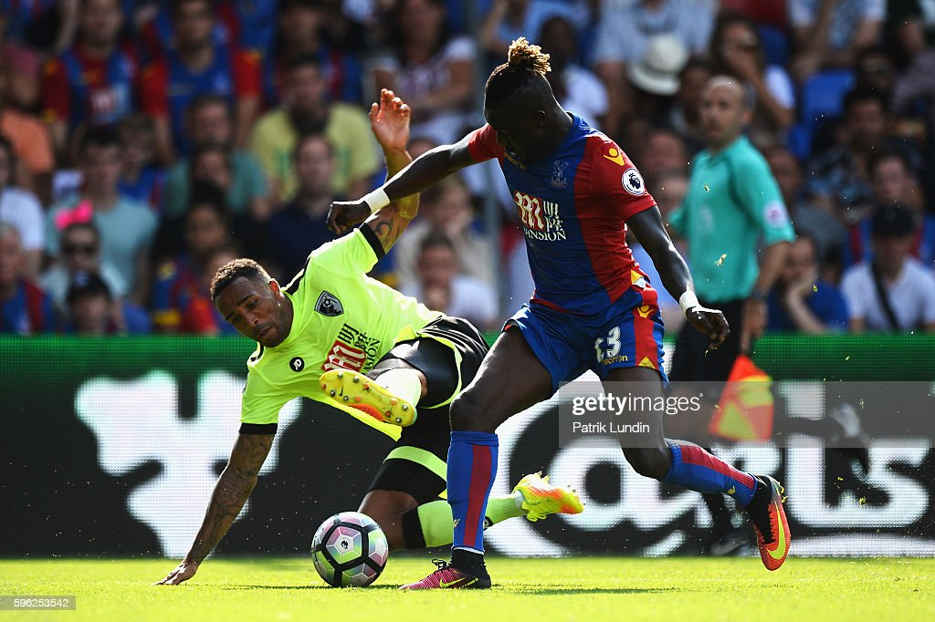 Callum Wilson of AFC Bournemouth (L) battles with Pape Souare of Crystal Palace (R) during the Premier League match between Crystal Palace and AFC Bournemouth at Selhurst Park on August 27, 2016 in London, England.