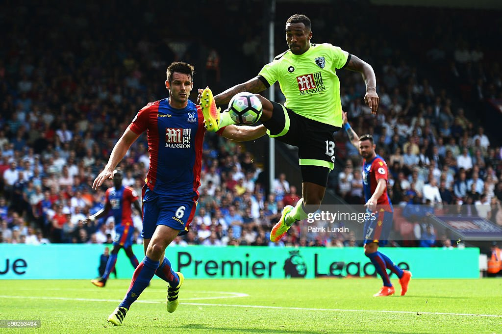 Callum Wilson of AFC Bournemouth controls the ball during the Premier League match between Crystal Palace and AFC Bournemouth at Selhurst Park on August 27, 2016 in London, England.
