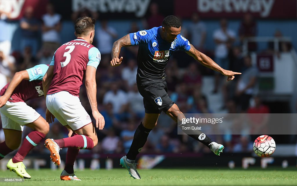 Callum Wilson of Bournemouth scores his team's second goal during the Barclays Premier League match between West Ham United and A.F.C. Bournemouth at the Boleyn Ground on August 22, 2015 in London, England.