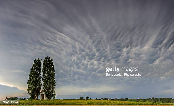 calm before the storm - cold_front stock pictures, royalty-free photos & images
