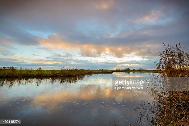 "calm lake during sunset in the fall - ""sjoerd van der wal"" imagens e fotografias de stock"