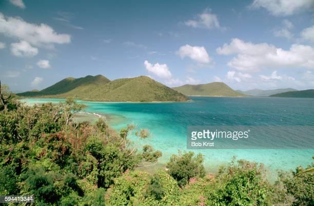 calm waters of sir francis drake channel - paisajes de st johns fotografías e imágenes de stock