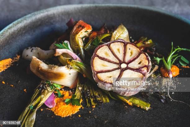 Calçots and Garlic Horizontal Plating