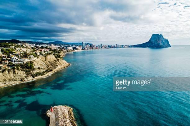 calp アリカンテ スペイン - カルペ ストックフォトと画像
