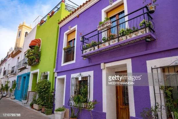 calpe calp façades colorées vieille ville à alicante espagne - alicante photos et images de collection