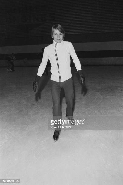 Calude François lors d'une séance d'entraînement de patin à glace le 24 décembre 1969 à BoulogneBillancourt France