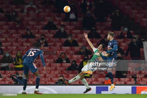 Calum Chambers of Arsenal and Leo Greiml of Rapid Vienna battle for the ball during the UEFA Europa League Group B stage match between Arsenal FC and...