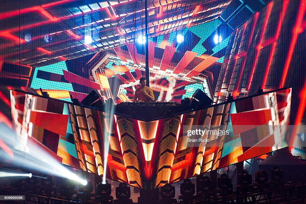 Calvin Harris Performs At The Apple Music Festival : News Photo