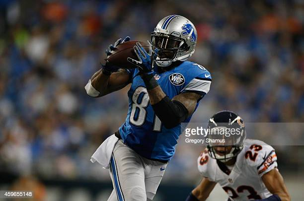 Calvin Johnson of the Detroit Lions catches a second quarter pass in front of Kyle Fuller of the Chicago Bears at Ford Field on November 27 2014 in...
