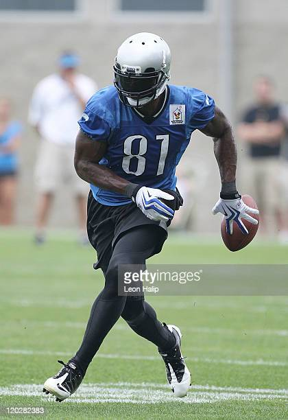 Calvin Johnson of the Detroit Lions works out during training camp at the Detroit Lions Headquarters and Training Facility on August 3, 2011 in Allen...
