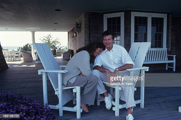 Calvin Klein And His Wife In Their House Of Long Island En juillet 1993 Aux Etat unis le créateur de mode Calvin KLEIN et son épouse Kelly RECTORsur...