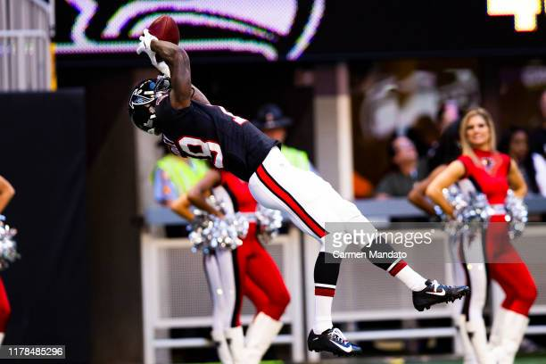 Calvin Ridley of the Atlanta Falcons makes a catch during the fourth quarter of a game against the Seattle Seahawks at Mercedes-Benz Stadium on...