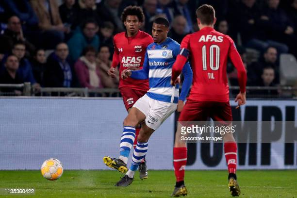 Calvin Stengs of AZ Alkmaar Delano Burgzorg of De Graafschap during the Dutch Eredivisie match between De Graafschap v AZ Alkmaar at the De...