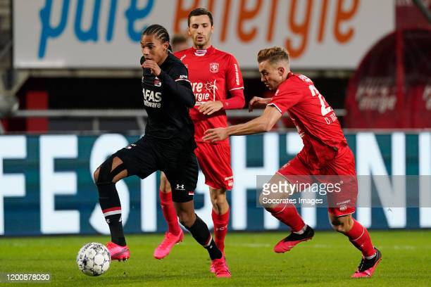 Calvin Stengs of AZ Alkmaar Oriol Busquets of FC Twente during the Dutch Eredivisie match between Fc Twente v AZ Alkmaar at the De Grolsch Veste on...
