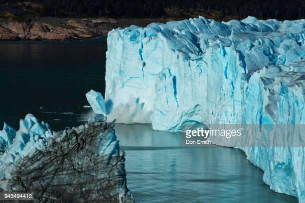 calving ice, moreno glacier - don smith ストックフォトと画像