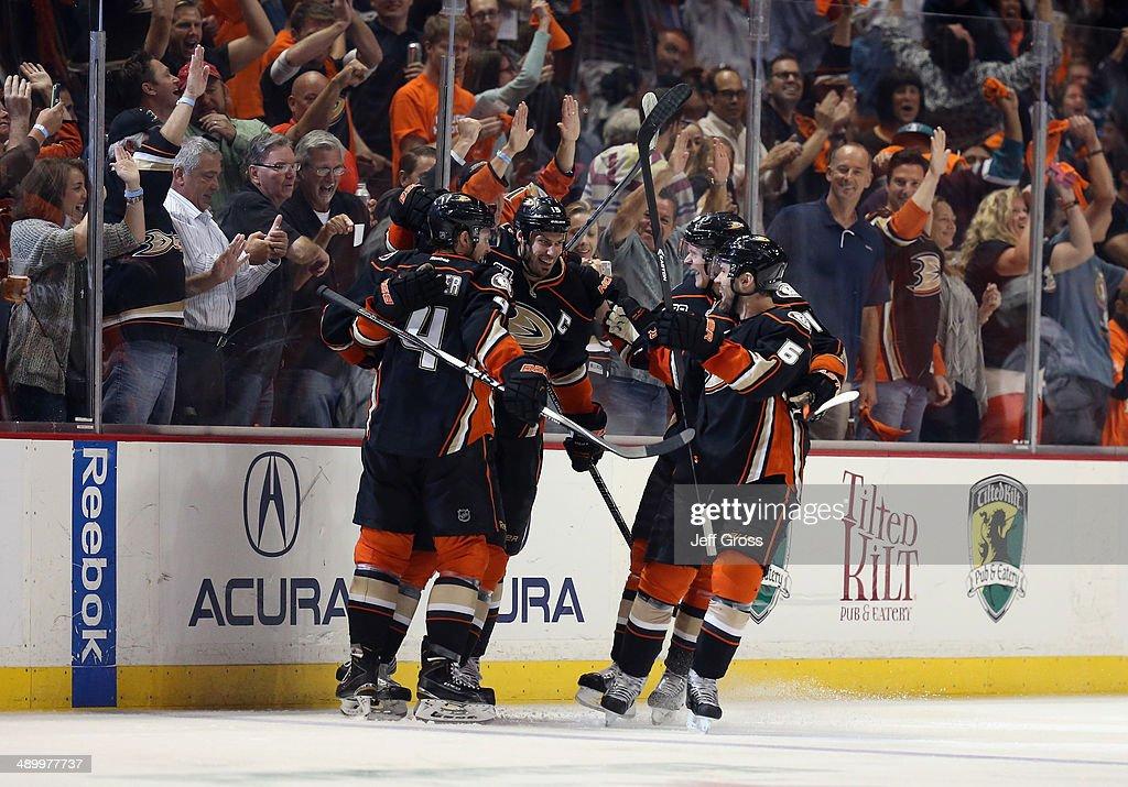 Los Angeles Kings v Anaheim Ducks - Game Five : News Photo