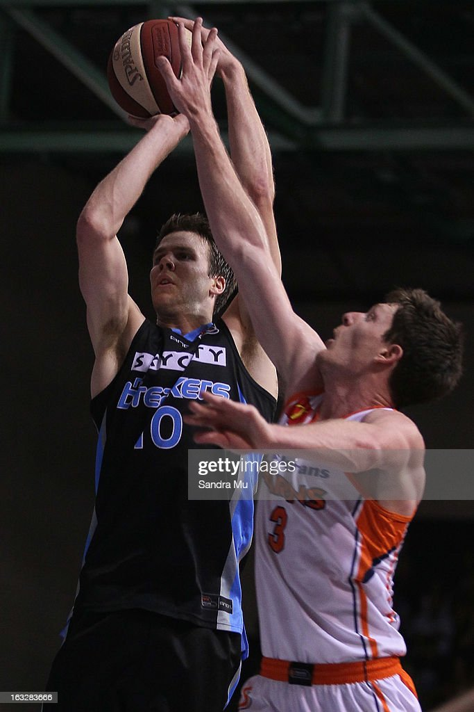 Cam Gliddon of the Titans (R) defends Tom Abercrombie of the Breakers during the round 22 NBL match between the New Zealand Breakers and the Cairns Taipans at North Shore Events Centre on March 7, 2013 in Auckland, New Zealand.
