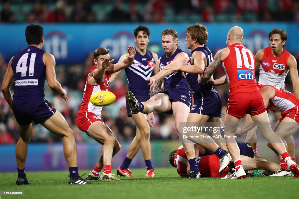 Cam McCarthy of the Dockers kicks during the round nine AFL match between the Sydney Swans and the Fremantle Dockers at Sydney Cricket Ground on May 19, 2018 in Sydney, Australia.