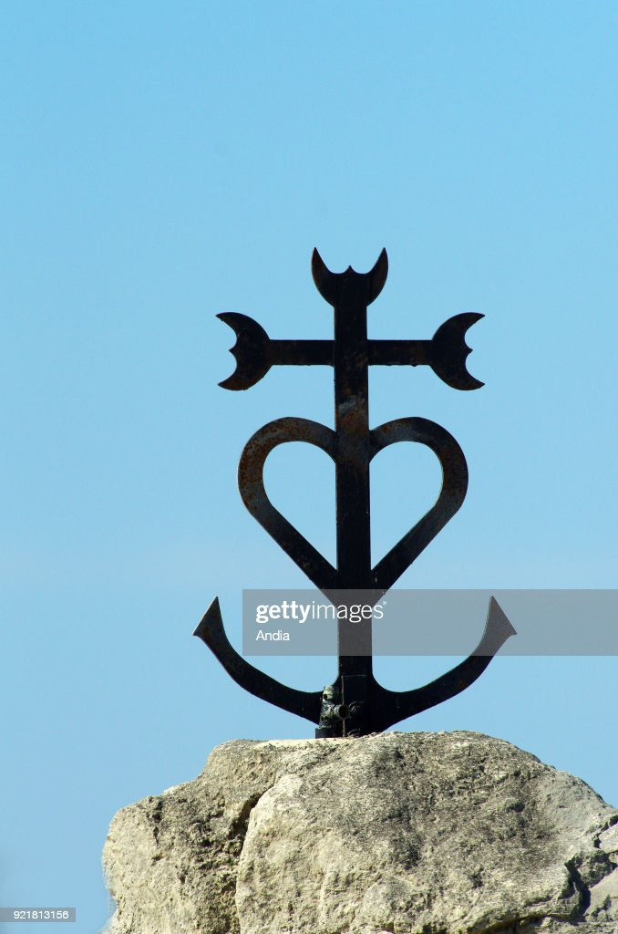 Cross from the Camargue region. : News Photo