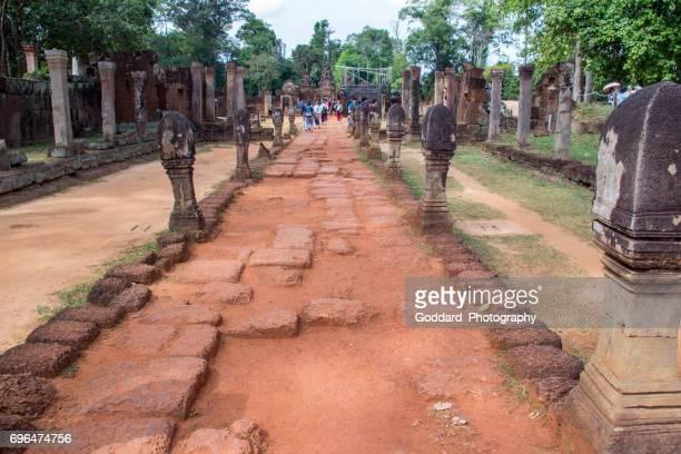 cambodja: banteay srei tempel van angkor complex - banteay srei stockfoto's en -beelden
