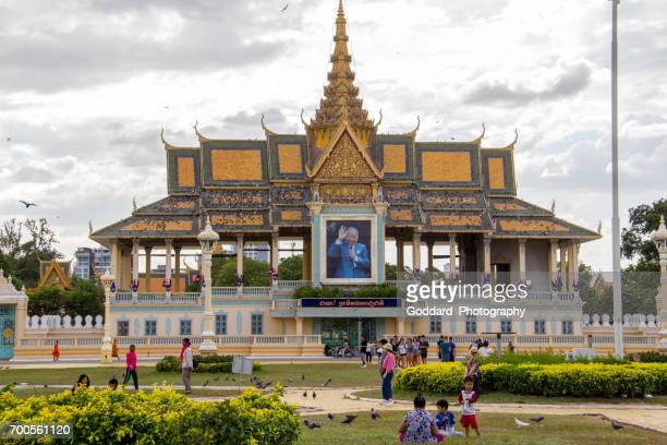 cambodia: moonlight pavilion at the royal palace - norodom sihanouk stock pictures, royalty-free photos & images